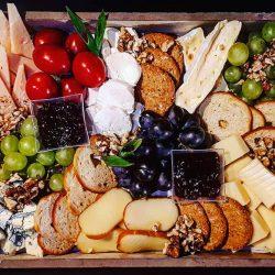 Ínyenc sajttál