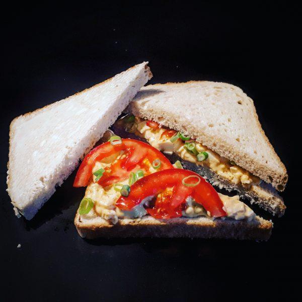 Tojáskrémes háromszög szendvics