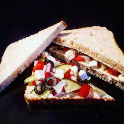 Görög salátás háromszög szendvics