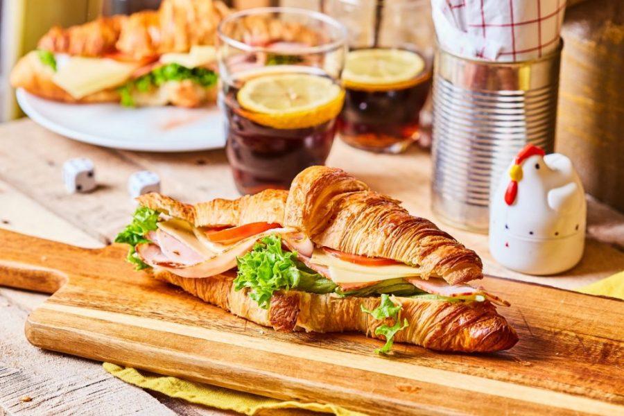 borka-szendvics-streetfood-croissantok-szendvics-rendelés-1024x671